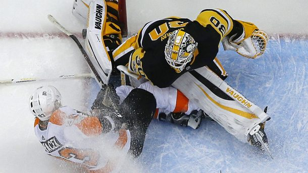 Murray injured in Voracek collision