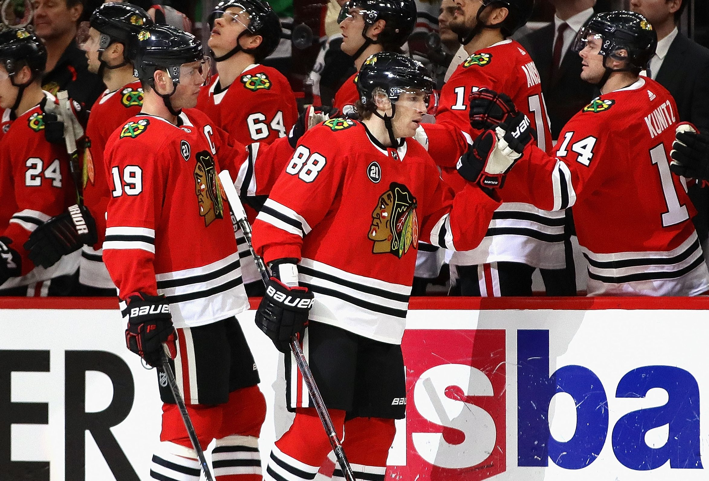 Toews hat trick, five-point afternoon leads Blackhawks past Capitals