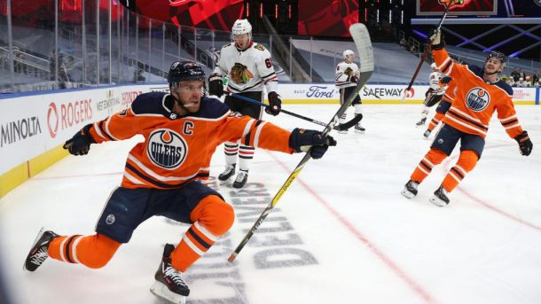 McDavid hat trick Oilers Blackhawks Game 2 series tied 1-1