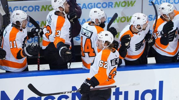 Flyers top seed first spot East; Lightning lose Hedman to injury