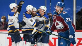 Blues contain MacKinnon, Avalanche in season-opener