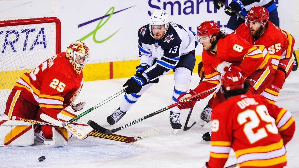 The Buzzer: Quiet Dubois debut with Jets; Lankinen on fire for Blackhawks