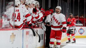 Hurricanes keep pace in Central Division; Blackhawks see points slip away