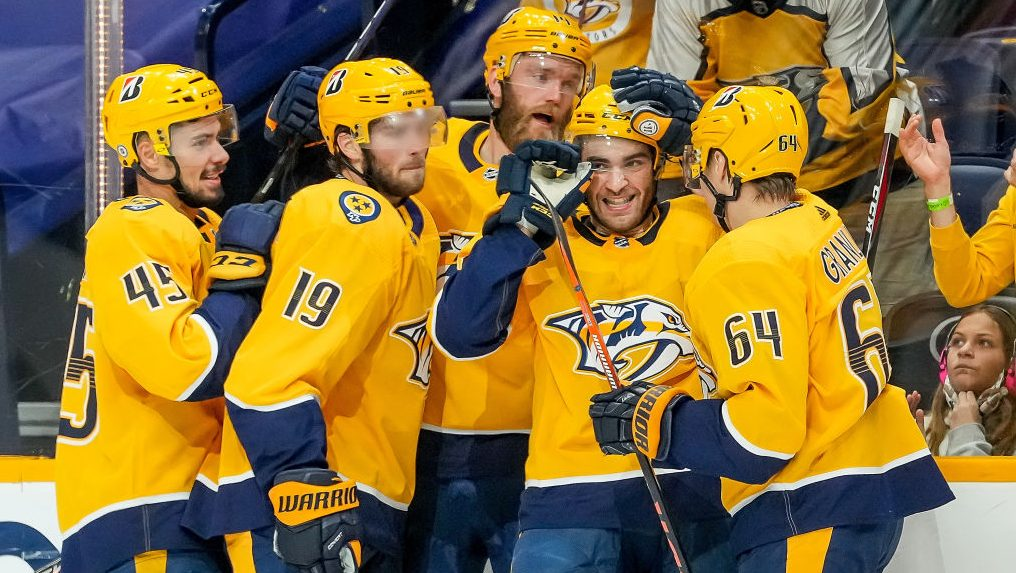 Predators clinch playoff spot; Penguins, Maple Leafs win division titles