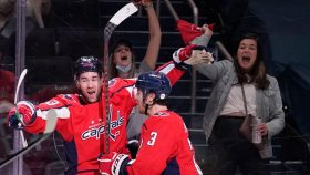 NHL Playoff Buzzer: Capitals find a way to beat Bruins in Game 1