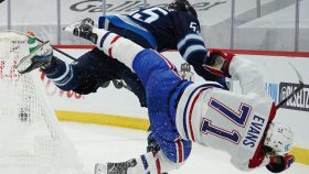 'He knows better' - Canadiens, Jets react to Scheifele hit on Evans