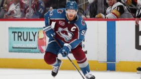 Avalanche keep Landeskog from free-agent market with eight-year deal